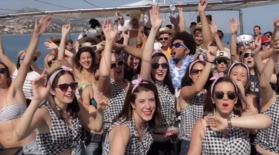 Fiestas en Barco en Málaga Preparandose para disfrutar